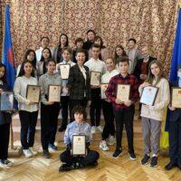 Нагородження конкурсантів мовного змагання — есе «Китай моїми очима»